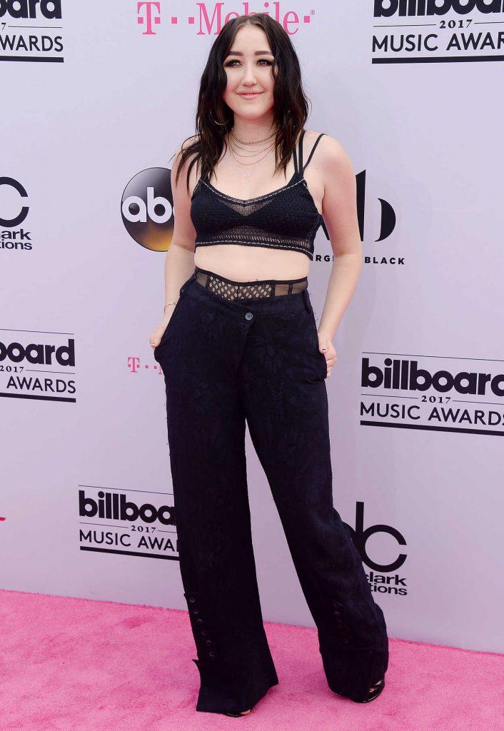 Noah Cyrus at the 2017 Billboard Music Awards in Las Vegas 05/21/2017-1