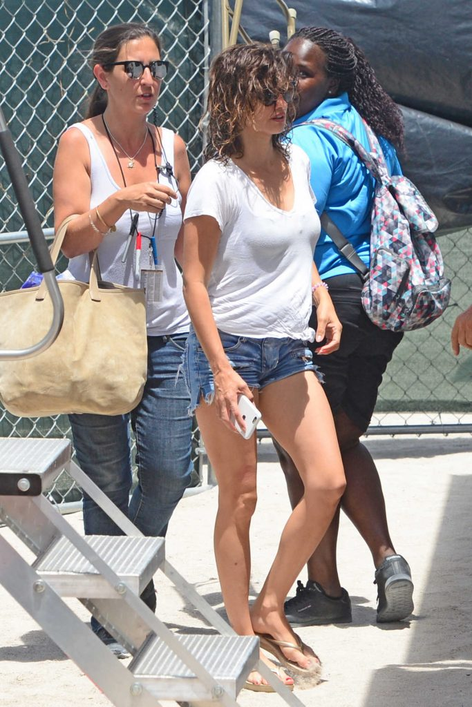 Penelope Cruz Arrives on the Set of American Crime Story in Miami 05/18/2017-1
