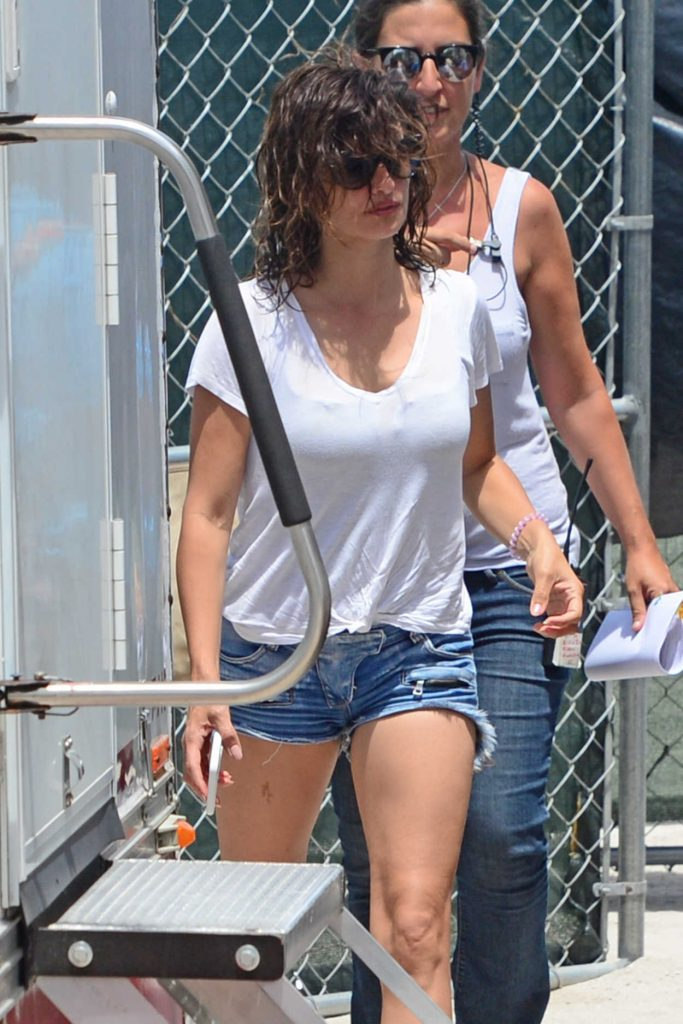 Penelope Cruz Arrives on the Set of American Crime Story in Miami 05/18/2017-5