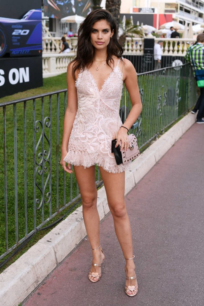 Sara Sampaio Was Seen Out in Cannes During the 70th Cannes Film Festival 05/18/2017-1