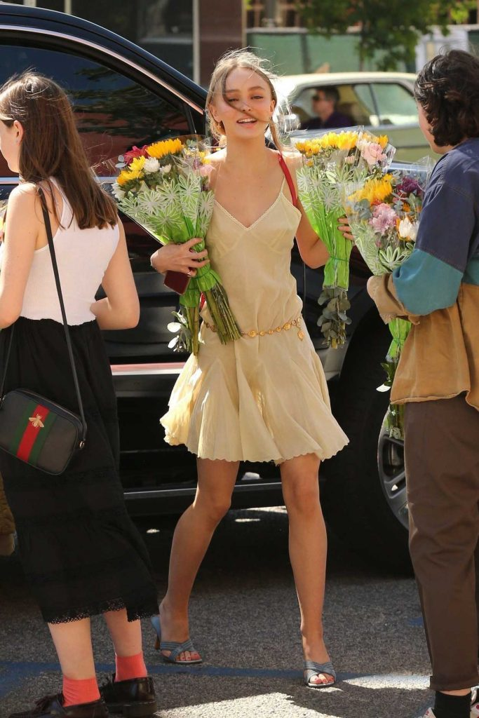 Lily-Rose Depp Arrives at the Former High School's Graduation Ceremony in Glendale 06/16/2017-1
