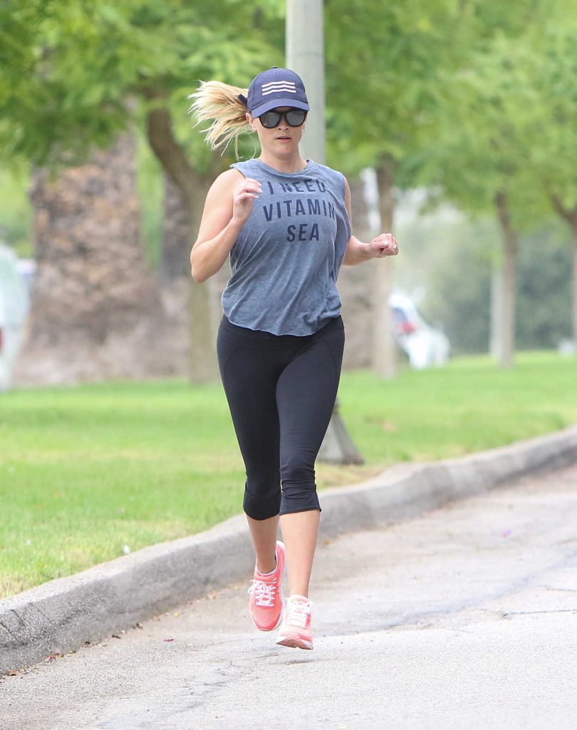 Reese Witherspoon Has a Morning Workout in Los Angeles 06/23/2017-1