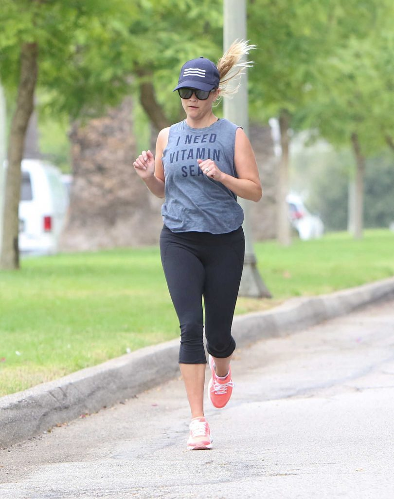 Reese Witherspoon Has a Morning Workout in Los Angeles 06/23/2017-2