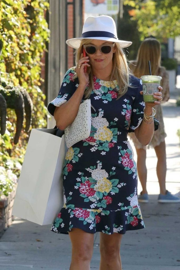Reese Witherspoon Was Seen at Melrose Place in West Hollywood 06/26/2017-5