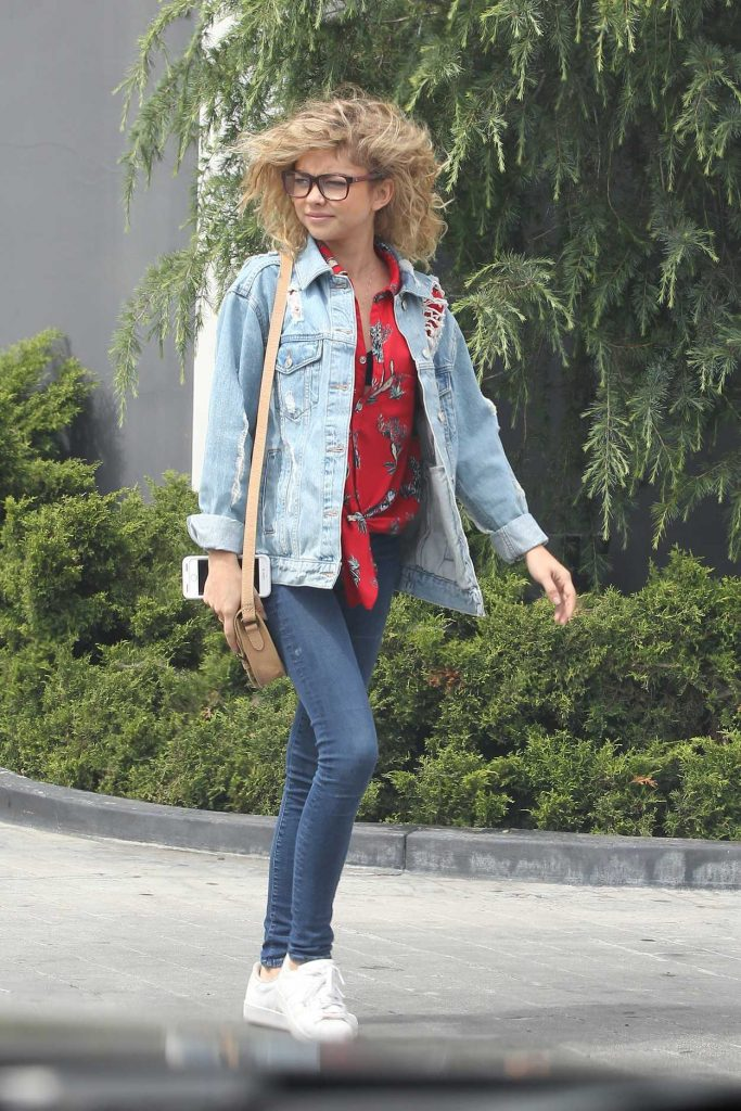 Sarah Hyland Visits an Optometrist Office in LA 05/31/2017-5