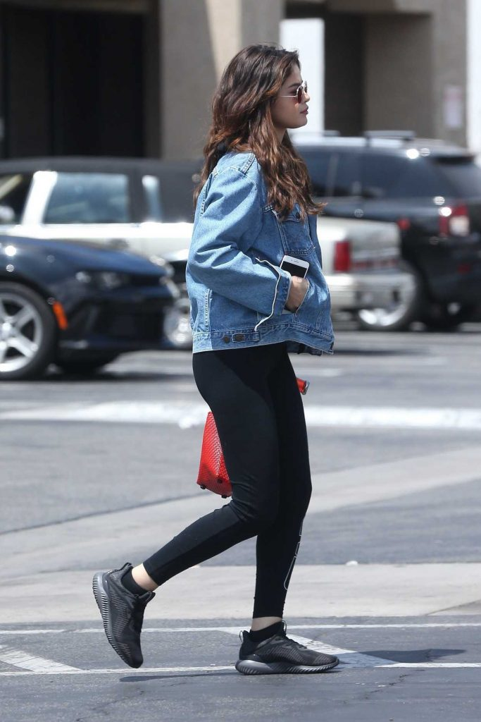 Selena Gomez Leaves the GNC Store in Studio City 06/11/2017-5