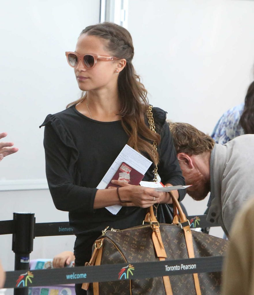 Alicia Vikander Was Seen in Toronto Airport With Michael Fassbender 07/17/2017-1