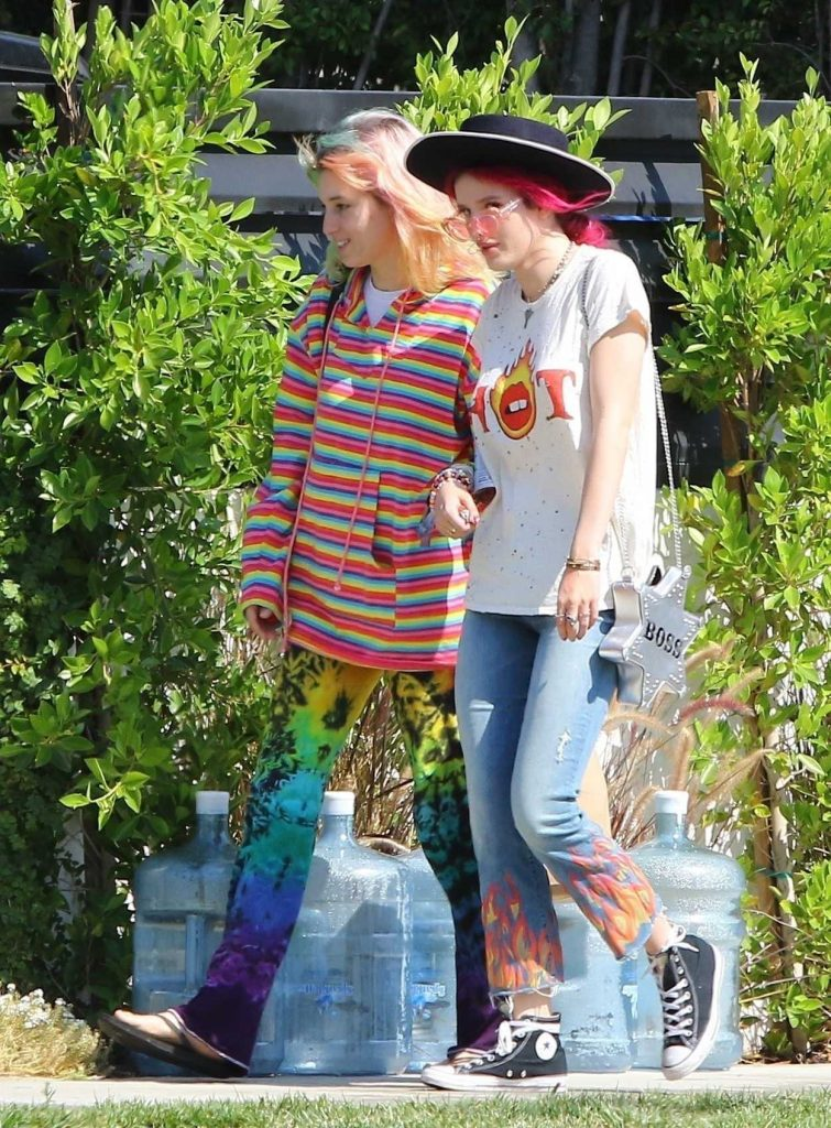 Bella Thorne Grabs Lunch With Her Sister at Sweet Butter in Studio City 07/05/2017-1