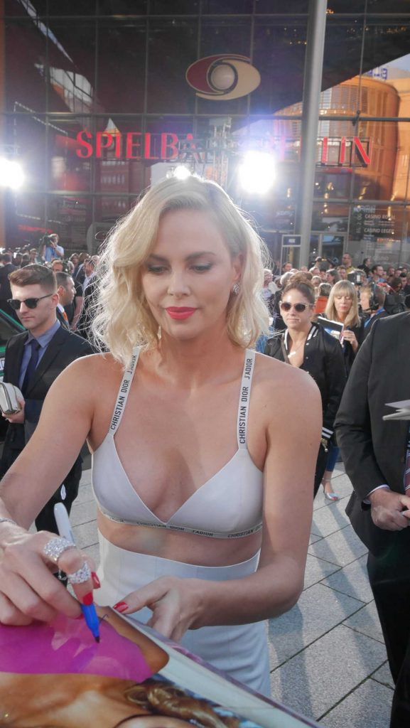 Charlize Theron Attends Atomic Blonde Premiere in Berlin 07/17/2017-1