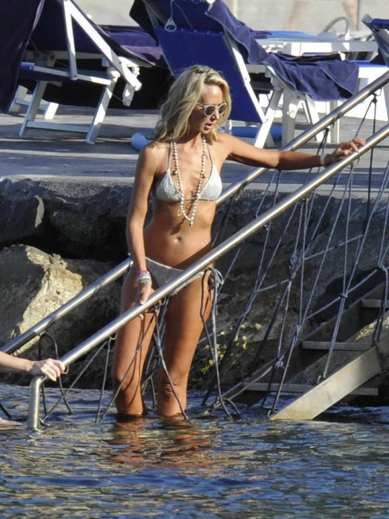 Lady Victoria Hervey in Bikini at the Beach in Cannes 07/09/2017-3