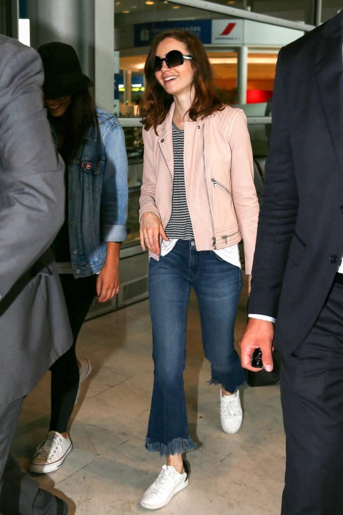 Lily Collins Arrives at CDG Airport in Paris 07/02/2017-2
