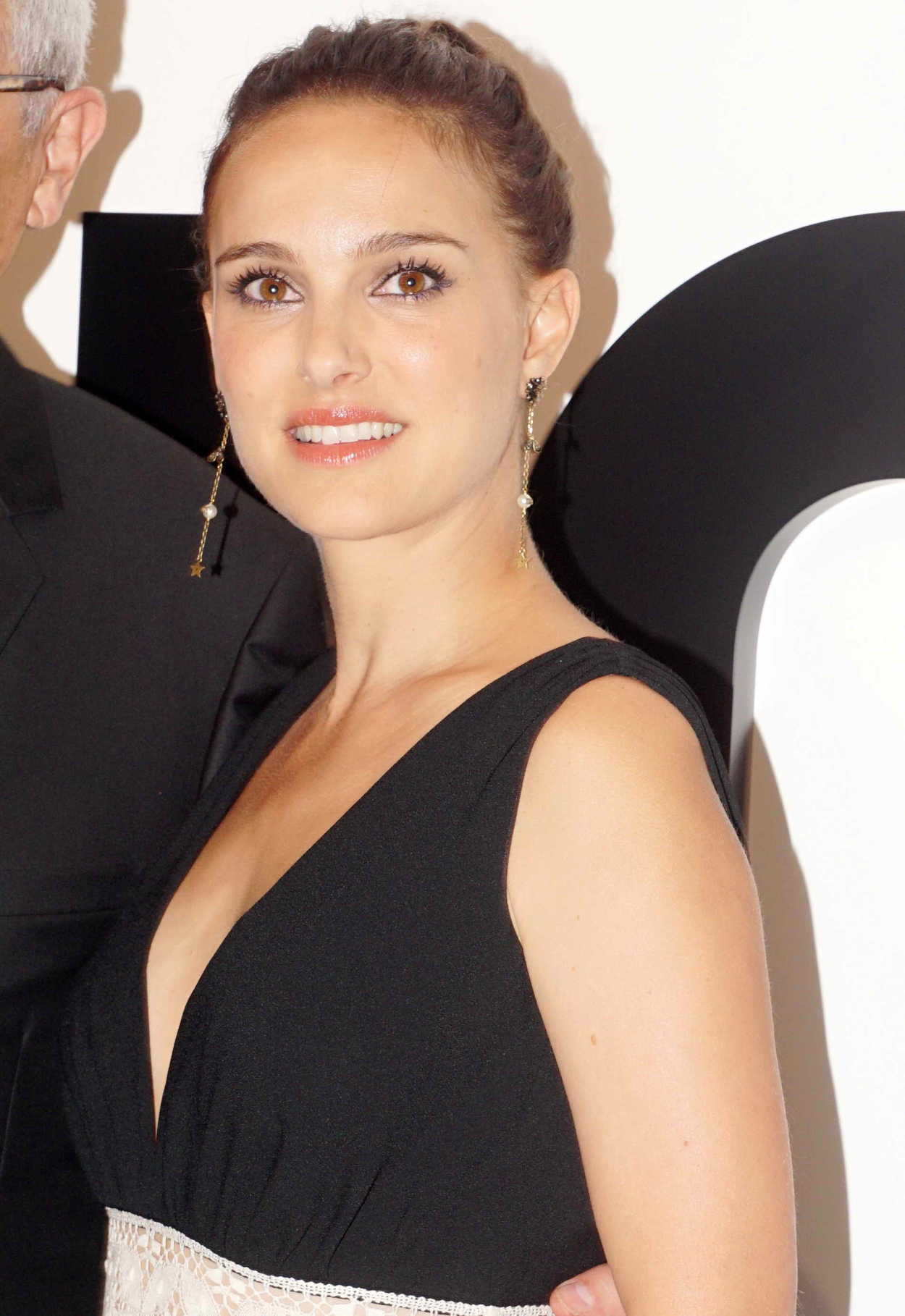 natalie portman attends miss dior perfume party in. Black Bedroom Furniture Sets. Home Design Ideas