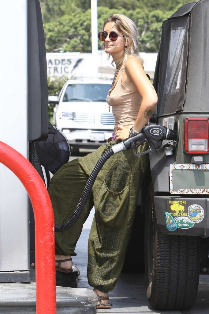 Paris Jackson Was Seen at the Gas Station in Malibu 07/09/2017-2