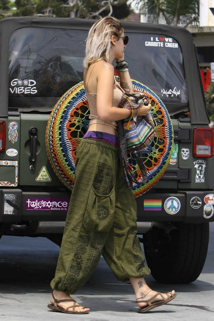 Paris Jackson Was Seen at the Gas Station in Malibu 07/09/2017-4