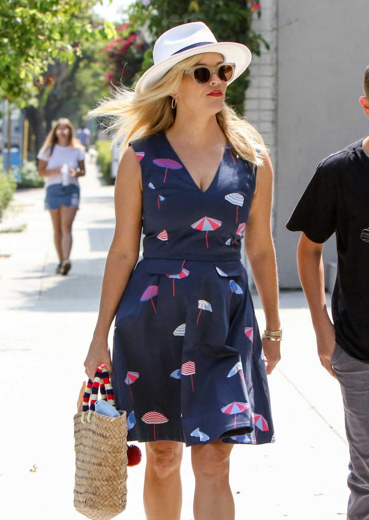 Reese Witherspoon Was Seen Out in Los Angeles 06/29/2017-1