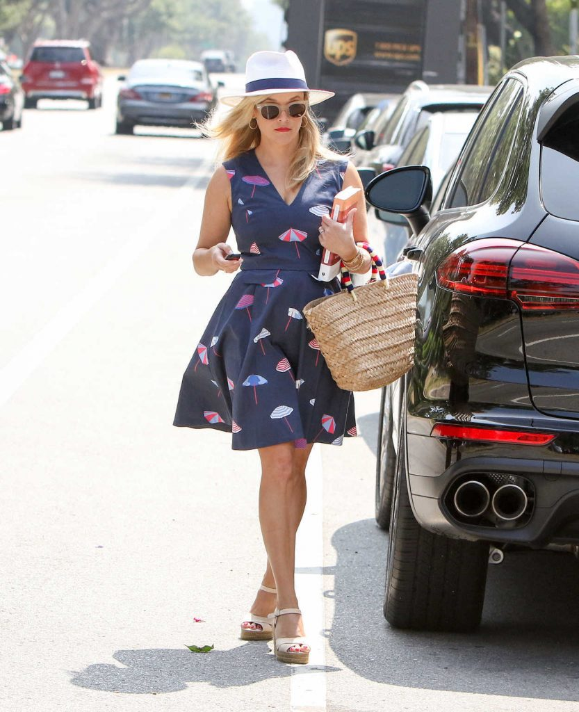 Reese Witherspoon Was Seen Out in Los Angeles 06/29/2017-2