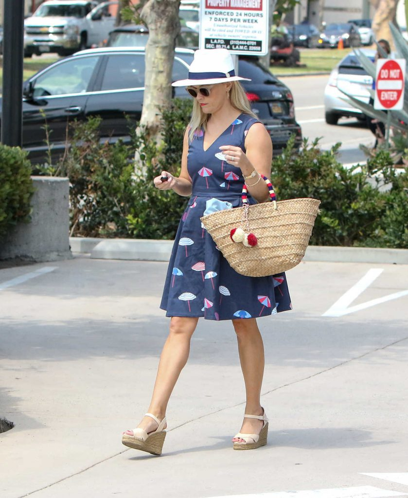 Reese Witherspoon Was Seen Out in Los Angeles 06/29/2017-3