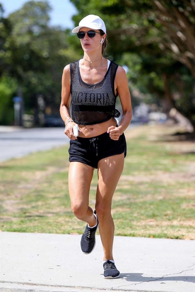 Alessandra Ambrosio Out for a Morning Jog in Santa Monica 08/01/2017-3