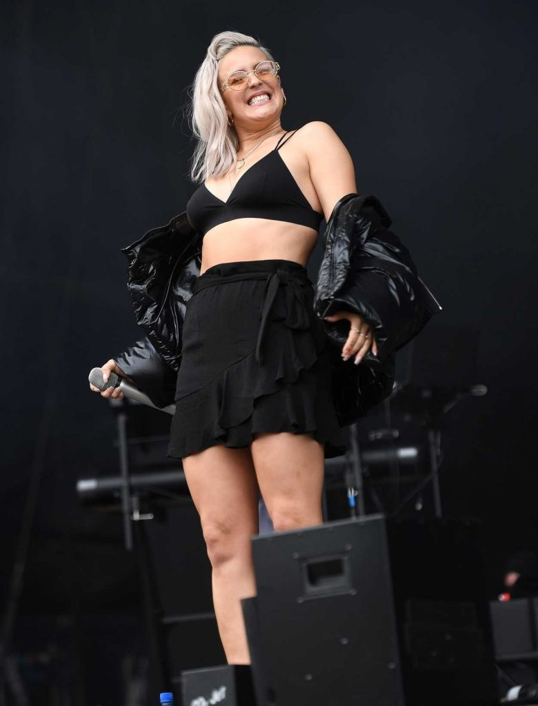 Anne-Marie Performes at the 2017 V Festival in Chelmsford 08/19/2017-4