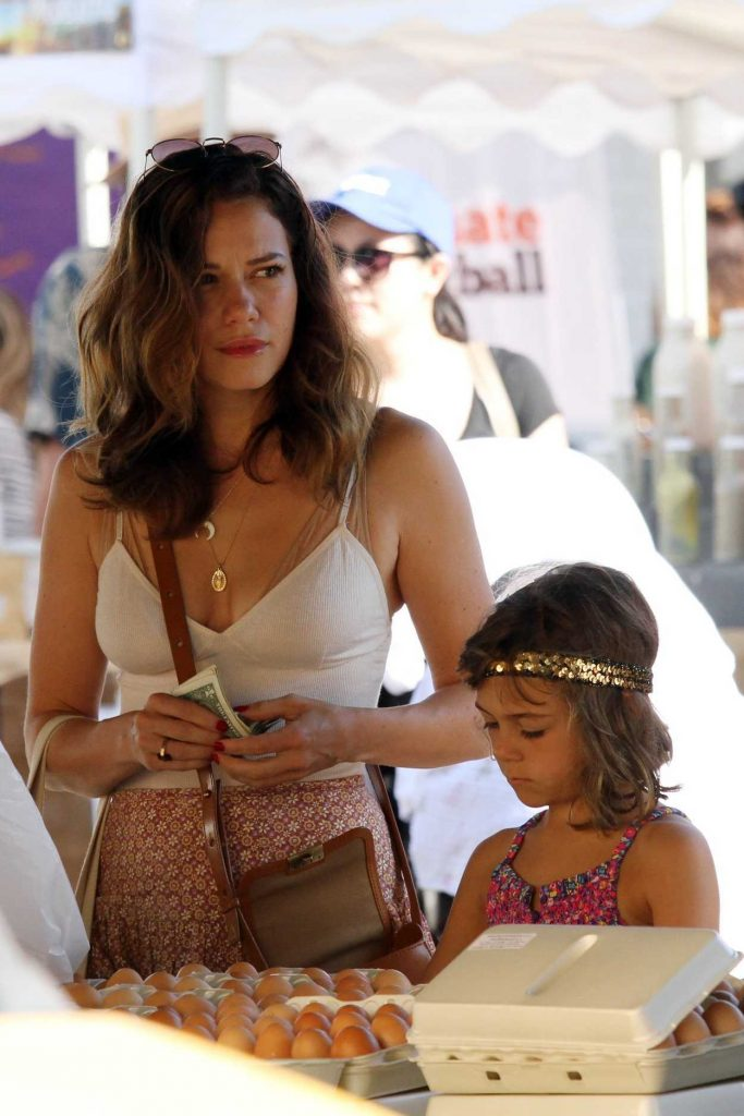 Bethany Joy Lenz Shops at the Farmers Market in Studio City With Her Daughter 08/27/2017-1