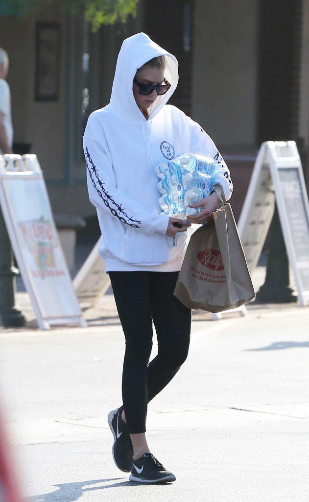 Charlotte McKinney Leaves a Supermarket in Malibu 08/19/2017-2