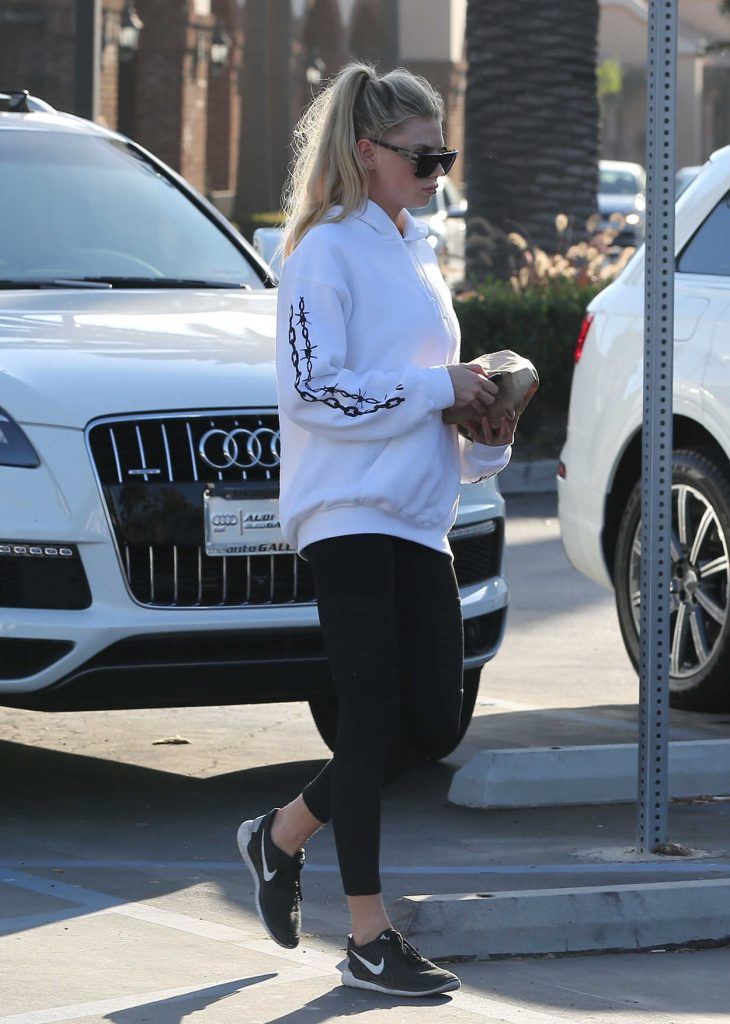 Charlotte McKinney Leaves a Supermarket in Malibu 08/19/2017-3