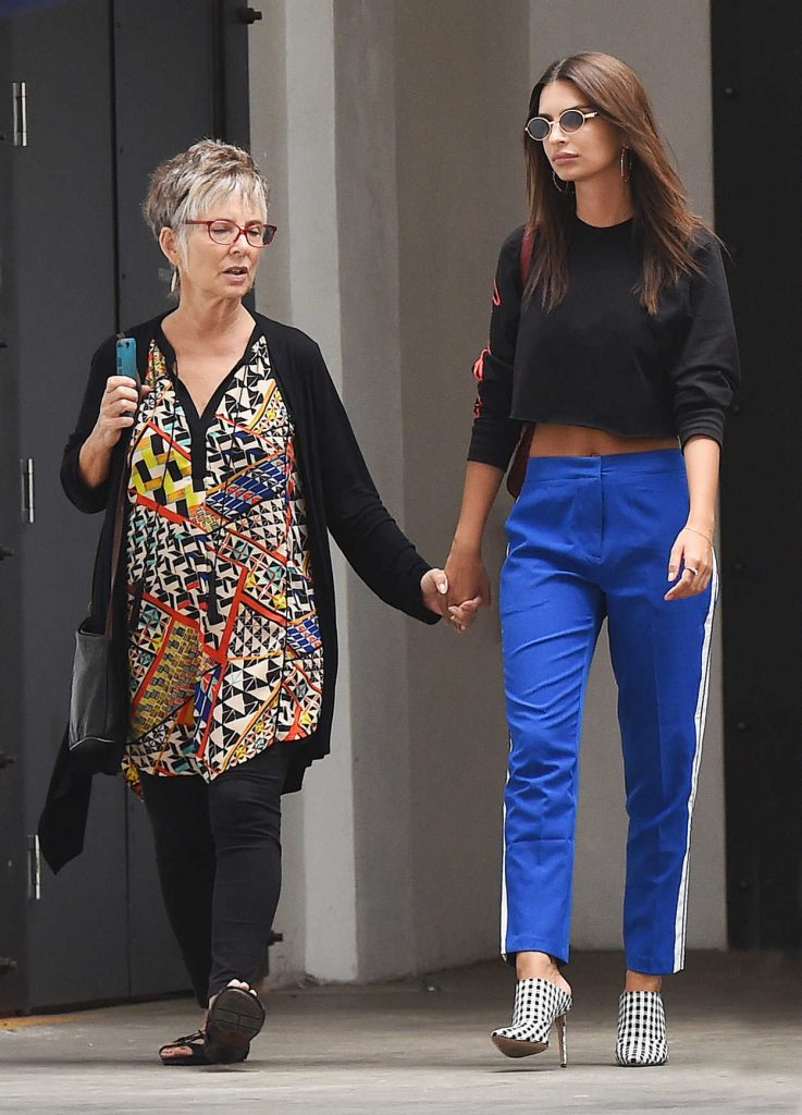 Emily Ratajkowski Was Seen With Her Mother and Boyfriend Out in LA 08/24/2017-3