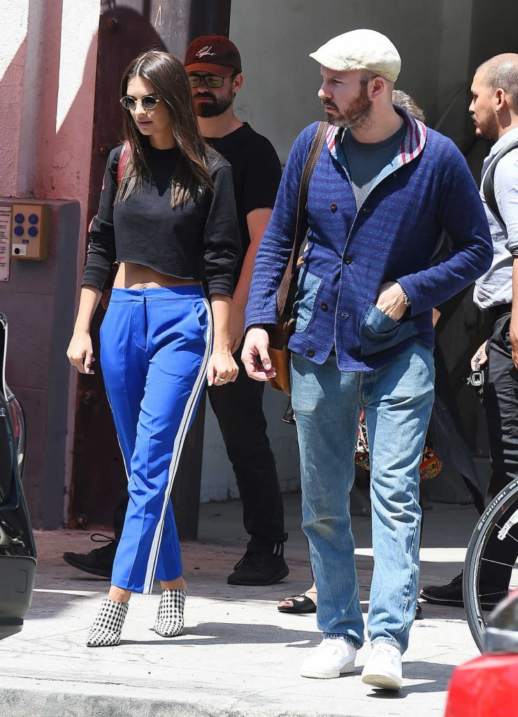 Emily Ratajkowski Was Seen With Her Mother and Boyfriend Out in LA 08/24/2017-4