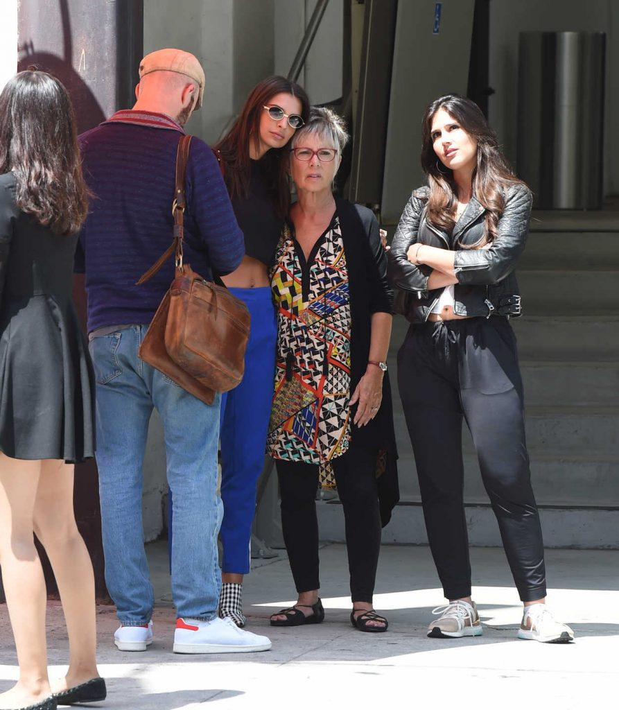 Emily Ratajkowski Was Seen With Her Mother and Boyfriend Out in LA 08/24/2017-5