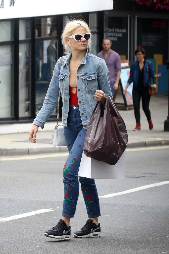 Pixie Lott Was Seen Out in London 08/08/2017-1