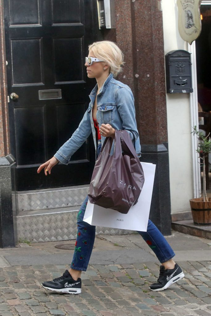 Pixie Lott Was Seen Out in London 08/08/2017-4