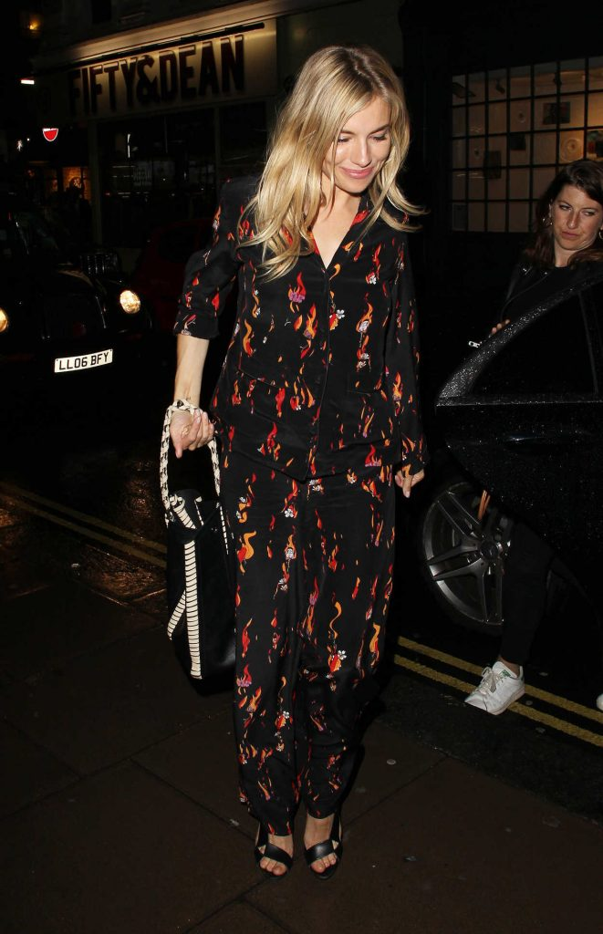 Sienna Miller Leaves Apollo Theatre in London After Her Performance in Cat on a Hot Tin Roof 08/09/2017-4