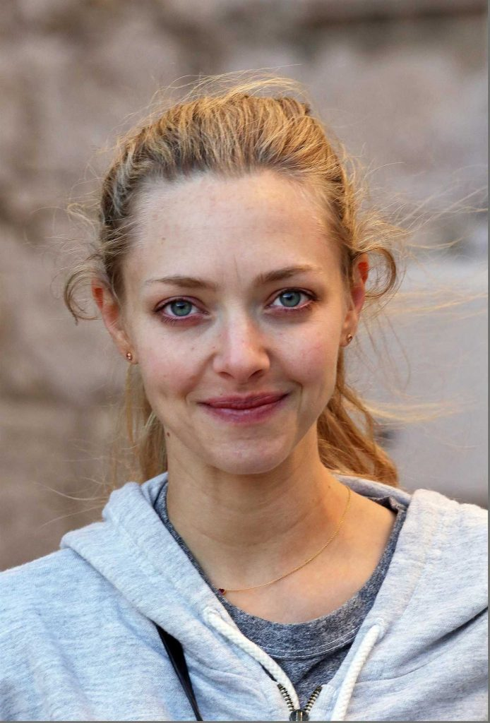Amanda Seyfried Was Seen Makeup Free Out in Croatia 09/21/2017-1