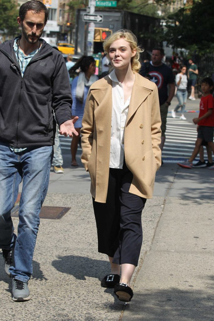 Elle Fanning on the Set of New Woody Allen Film in NYC 09/11/2017-2