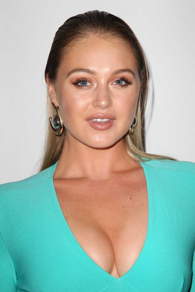 Iskra Lawrence at Daily Front Row Fashion Awards During New York Fashion Week 09/08/2017-5