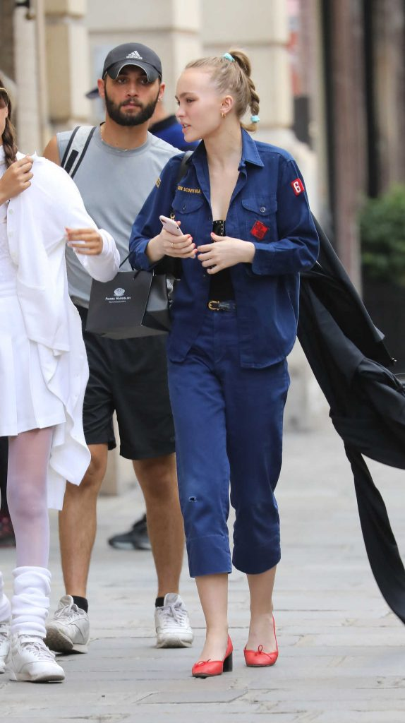 Lily-Rose Depp Goes Shopping at Annick Goutal's Perfumery in Paris 08/31/2017-1