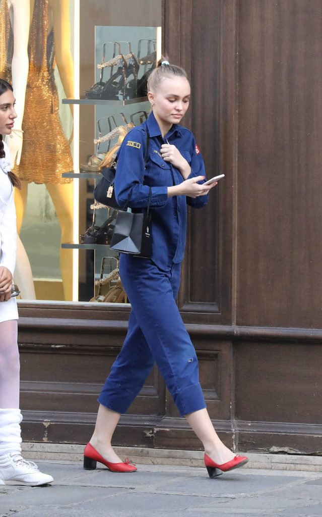 Lily-Rose Depp Goes Shopping at Annick Goutal's Perfumery in Paris 08/31/2017-3