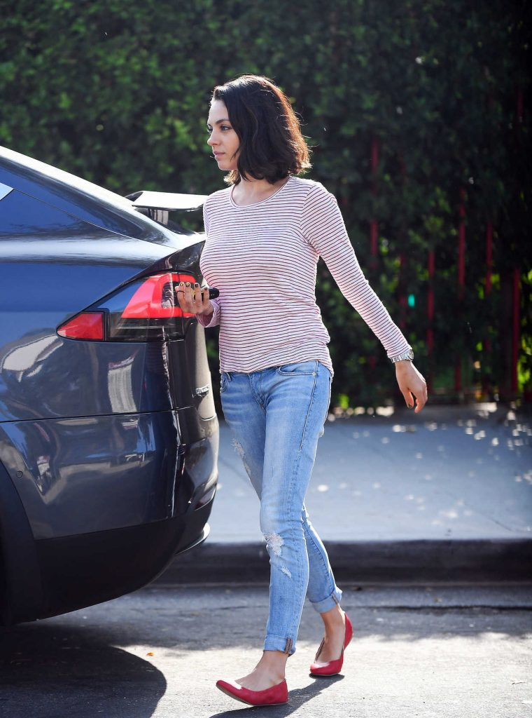 Mila Kunis Was Spotted Out in LA 09/20/2017-3
