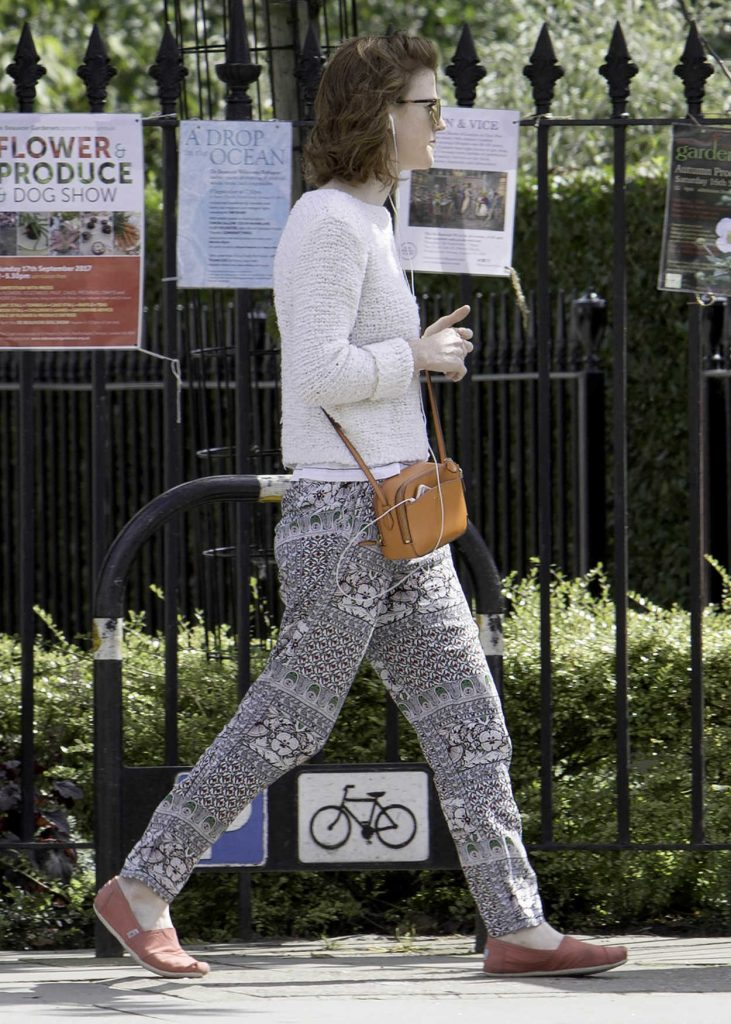Rose Leslie Listening to Her iPhone While Taking a Walk in London 09/01/2017-2