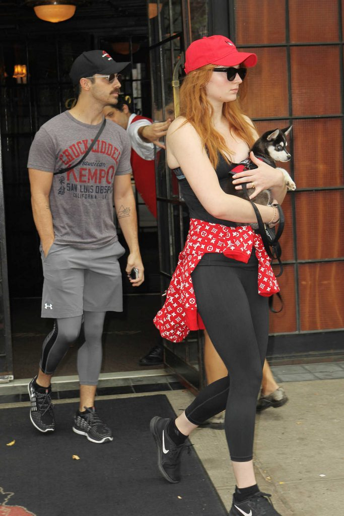 Sophie Turner Steps out With Joe Jonas and a Puppy in New York 09/09/2017-1