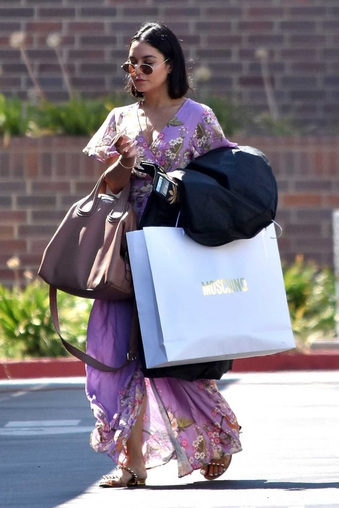 Vanessa Hudgens Goes Shopping in Beverly Hills 09/06/2017-1