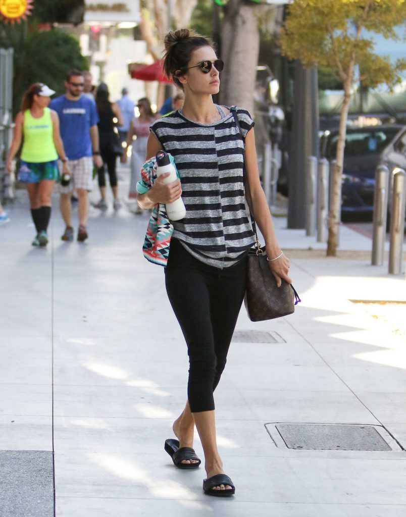 Alessandra Ambrosio Leaves the Gym in LA 10/07/2017-3