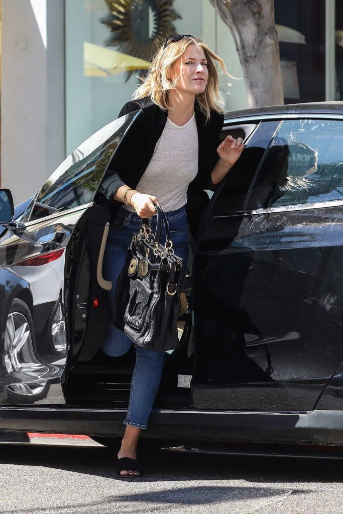 Ali Larter Grabs Lunch at M Cafe in Beverly Hills 10/07/2017-2