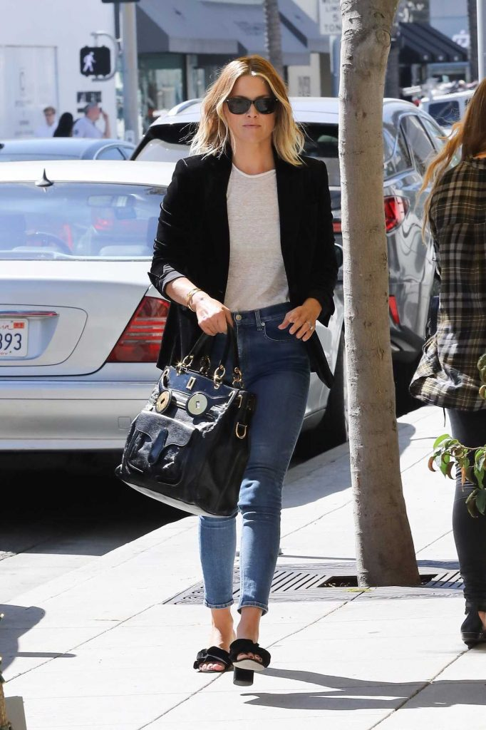 Ali Larter Grabs Lunch at M Cafe in Beverly Hills 10/07/2017-5