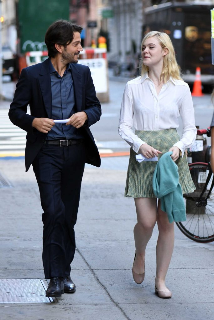 Elle Fanning on the Set of Woody Allen Film in NYC 10/10/2017-5