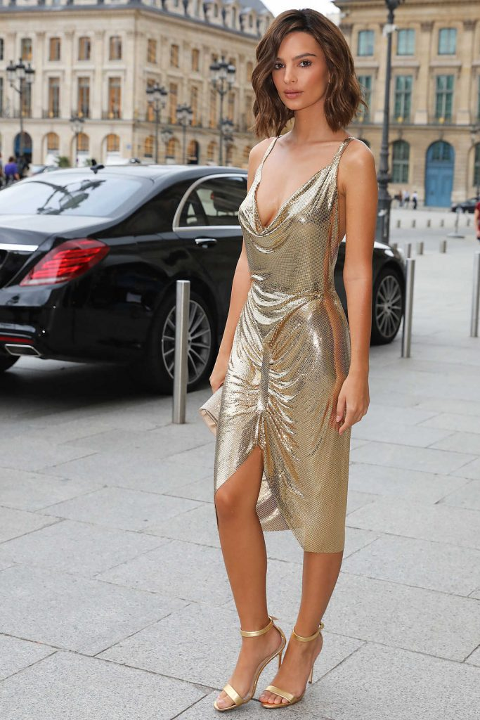 Emily Ratajkowski Arrives at Hotel Ritz in Paris 09/29/2017-1