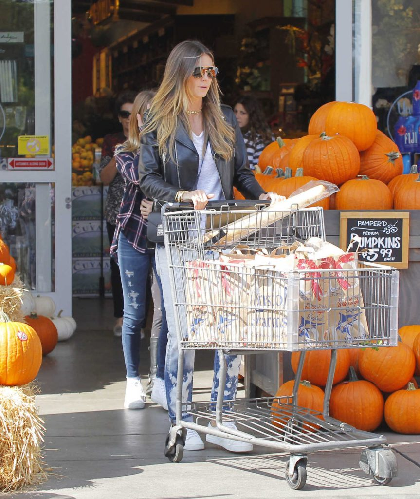 Heidi Klum Goes for a Grocery Shopping in Los Angeles 10/01/2017-3