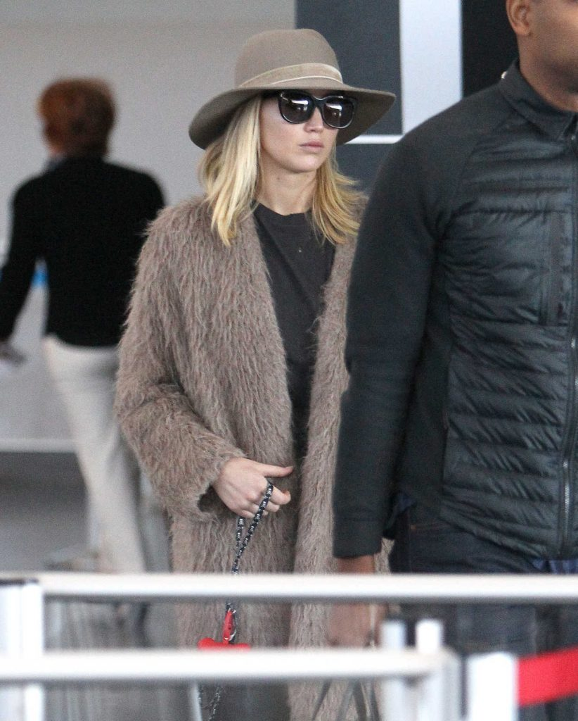 Jennifer Lawrence Was Spotted at JFK Airport in NYC 10/01/2017-1