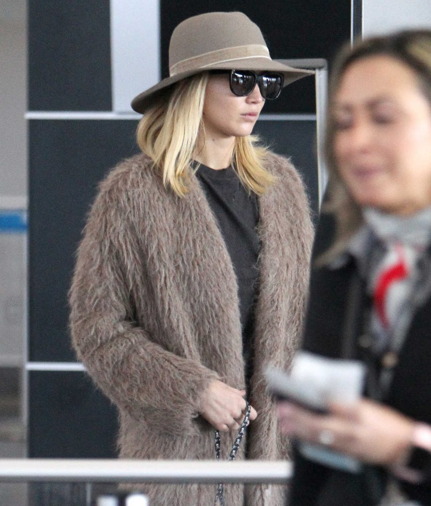 Jennifer Lawrence Was Spotted at JFK Airport in NYC 10/01/2017-2