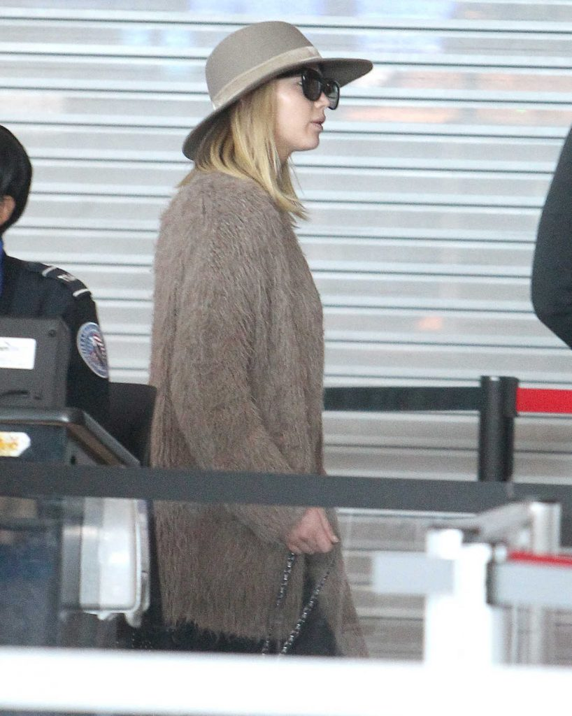 Jennifer Lawrence Was Spotted at JFK Airport in NYC 10/01/2017-4